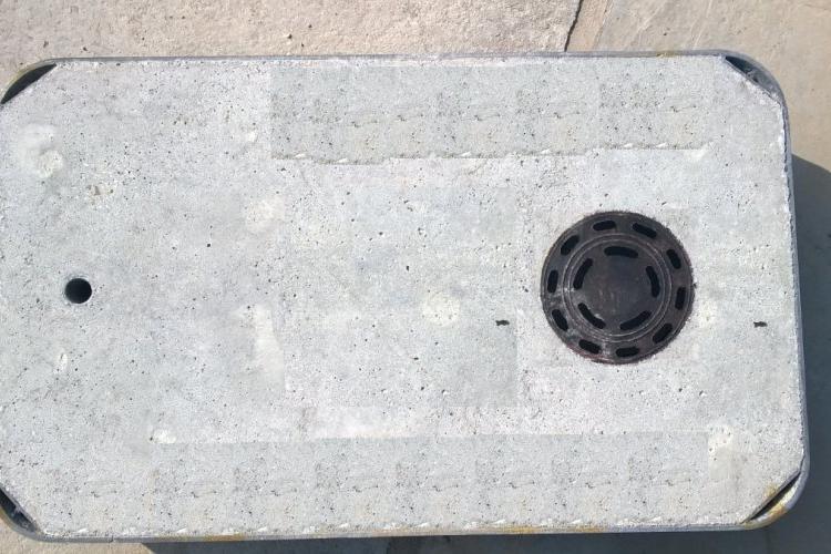 Pokrywa typ ciężki B-125, ocynkowana z zamkiem ryglowym do studni kablowych